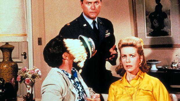 Sind platt: Tony (Larry Hagman, M.), Roger (Bill Daily, l.) und seine Frau Am...