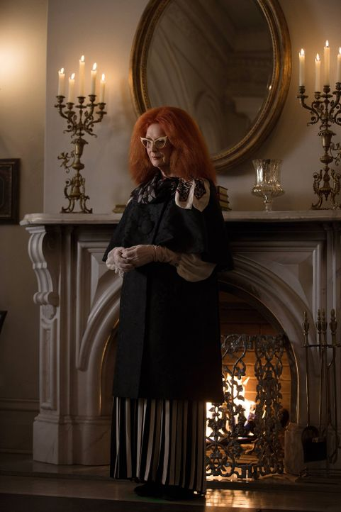 "Vertritt die Tradition und das ""Alte"" des Zirkels: Myrtle (Frances Conroy) ... - Bildquelle: 2013-2014 Fox and its related entities. All rights reserved."
