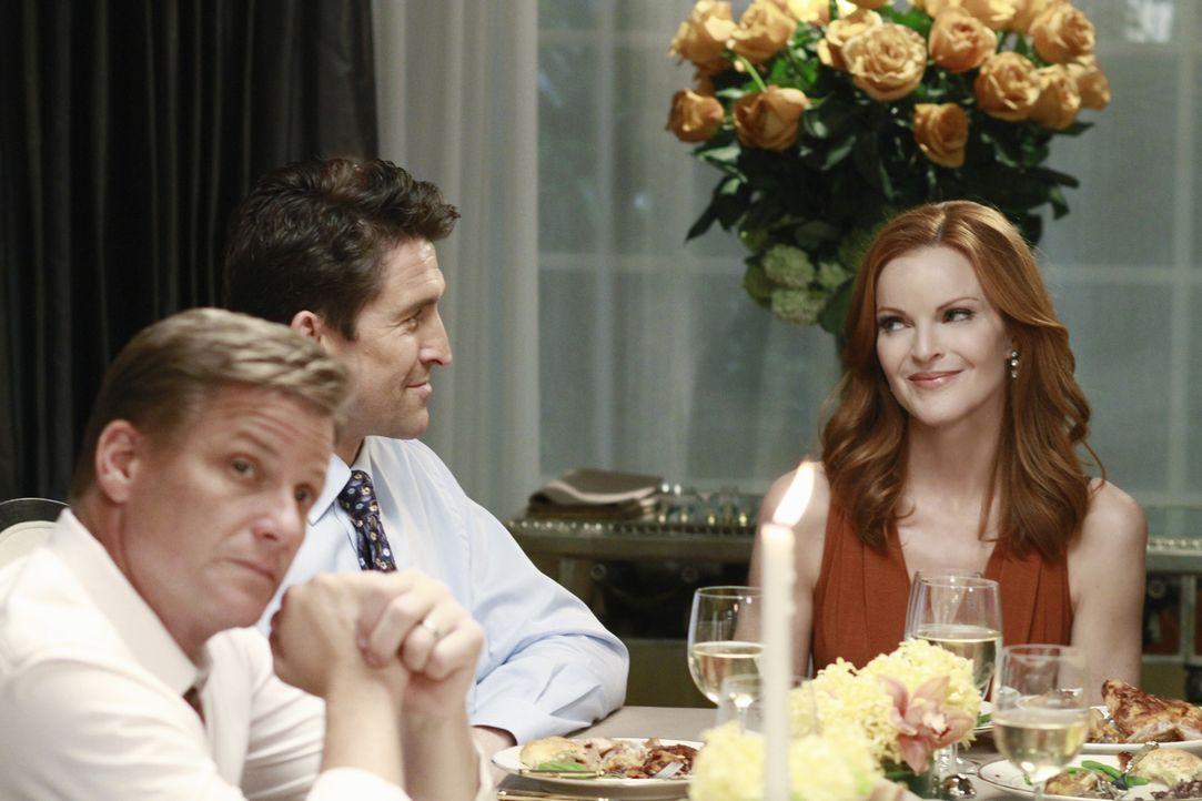 Während Bree (Marcia Cross, r.) beschließt, Chuck (Jonathan Cake, M.) bei dessen Scheidung zu helfen, steht die Zukunft von Lynette und Tom (Doug Sa... - Bildquelle: ABC Studios