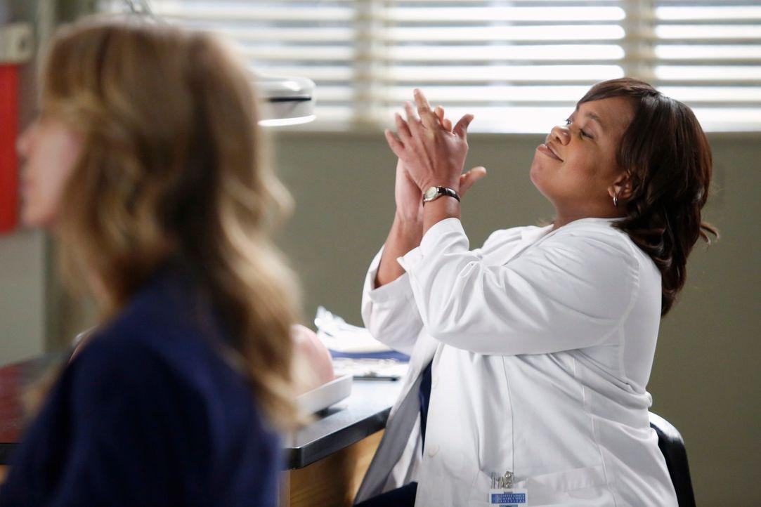 Bailey (Chandra Wilson) ist übertrieben euphorisch und arbeitet sehr gut bei Dr. Nessbaum mit, da sie nicht zu den Ärzten gehören will, die wegen de... - Bildquelle: ABC Studios
