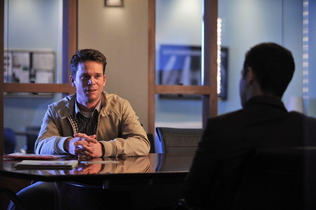 Paul Winters (Matthew John Armstrong, l.) wird von Detective Tommy Sulivan (Mark Valley, r,) ins Kreuzverhör genommen. Erist nicht traurig, dass der... - Bildquelle: 2013 American Broadcasting Companies, Inc. All rights reserved.
