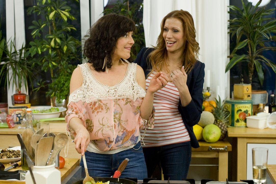 Freundinnen - Mädelsabend mit Biss! Miriam Pielhau (l.) und Yasmina Filali (r.) ... - Bildquelle: sixx
