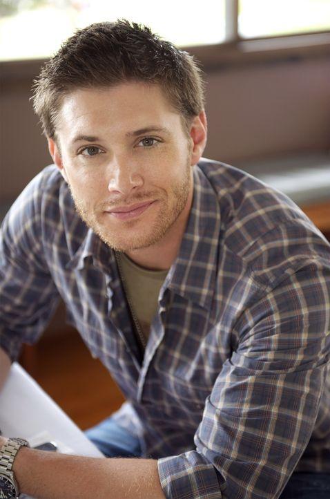 (3. Staffel) -  Begibt sich auf eine gefährliche Jagd nach dem Übernatürlichen: Dean Winchester (Jensen Ackles) ... - Bildquelle: Warner Bros. Television