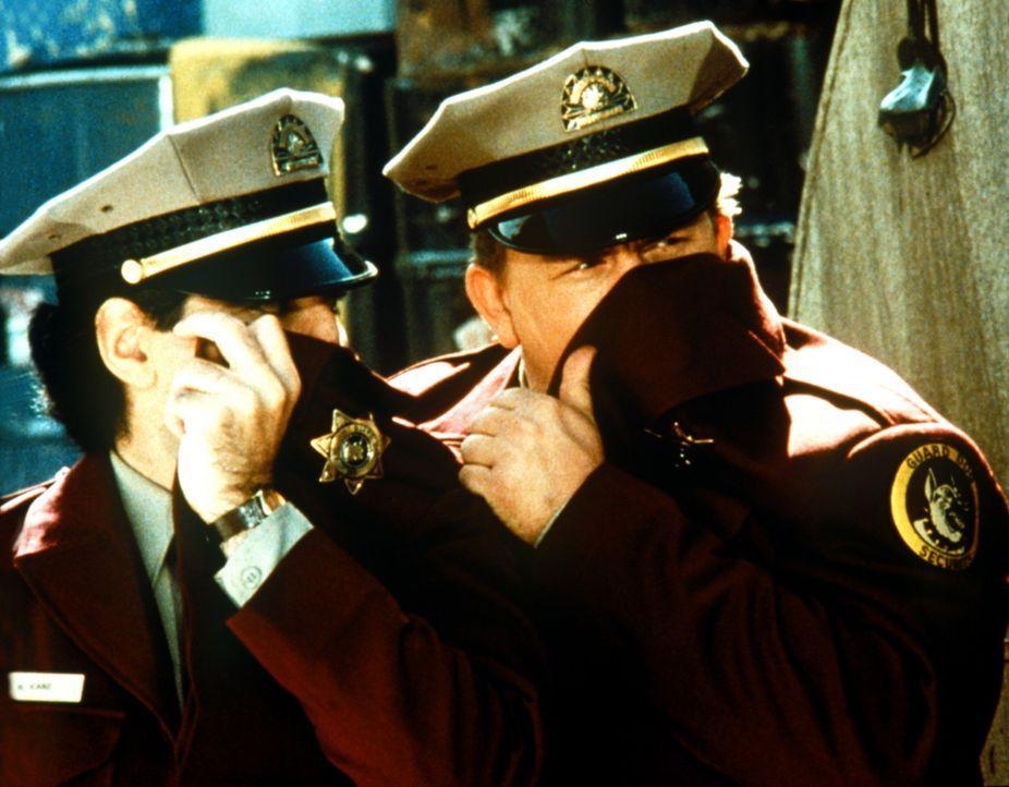 Unauffälligkeit ist beim Objektschutz erste Pflicht - diese Regel haben Norman (Eugene Levy, l.) und Frank (John Candy, r.) bereits verinnerlicht ... - Bildquelle: Columbia Pictures