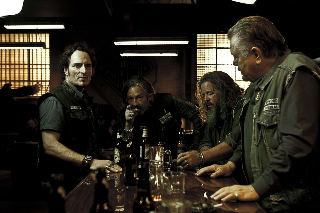 (4. Staffel) - Der Club ist ihr Leben: Tig (Kim Coates, l.), Chibs (Tommy Flanagan, 2.v.l.), Robert (Mark Boone Junior, 2.v.r.) und Piney (William L... - Bildquelle: 2011 Twentieth Century Fox Film Corporation and Bluebush Productions, LLC. All rights reserved.