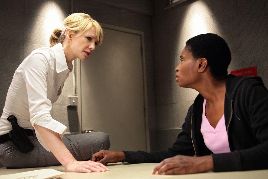 Der vermeintliche Unfalltod eines Jugendlichen in einem Erziehungsheim im Jahr 2004 stellt sich als Mord heraus. Det. Lilly Rush (Kathryn Morris, l.... - Bildquelle: Warner Bros. Television