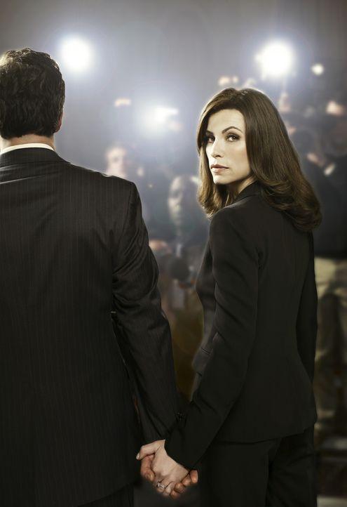 (1. Staffel) - Nachdem ihr Ehemann (Chris Noth, l.) einen öffentlichen Sex- und Politikskandal auslöst, der ihn ins Gefängnis bringt und sie selb... - Bildquelle: CBS Studios Inc. All Rights Reserved.