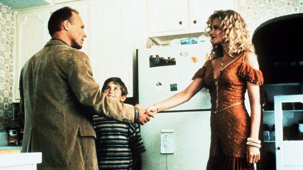 Frank (Michael Patrick Carter, M.) ist davon überzeugt, die richtige Frau für...