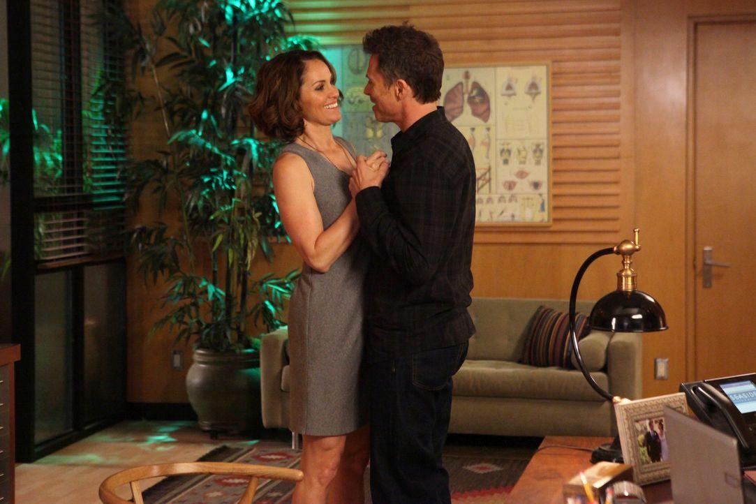 Hat ihre Beziehung noch eine Chance? Violet (Amy Brenneman, l.) und Pete (Tim Daly, r.) ... - Bildquelle: ABC Studios