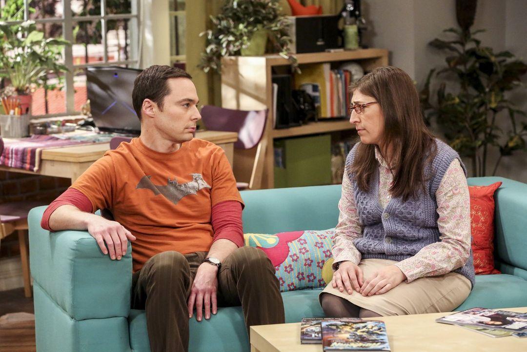 Als Sheldon (Jim Parsons, l.) und Amy (Mayim Bialik, r.) erfahren, dass Raj sein altes Zimmer übernimmt, fühlt sich Sheldon hintergangen. Als sich d... - Bildquelle: 2016 Warner Brothers
