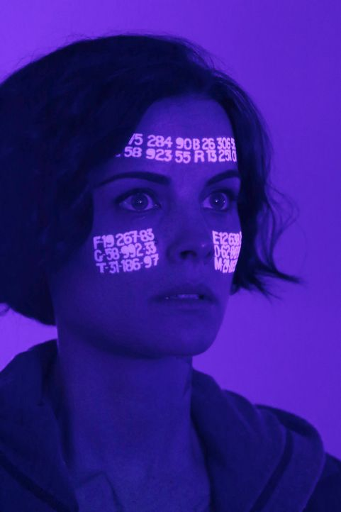Das Team entdeckt eine geheime Nachricht auf Janes (Jaimie Alexander) Körper, die katastrophale Konsequenzen haben könnte ... - Bildquelle: Warner Brothers