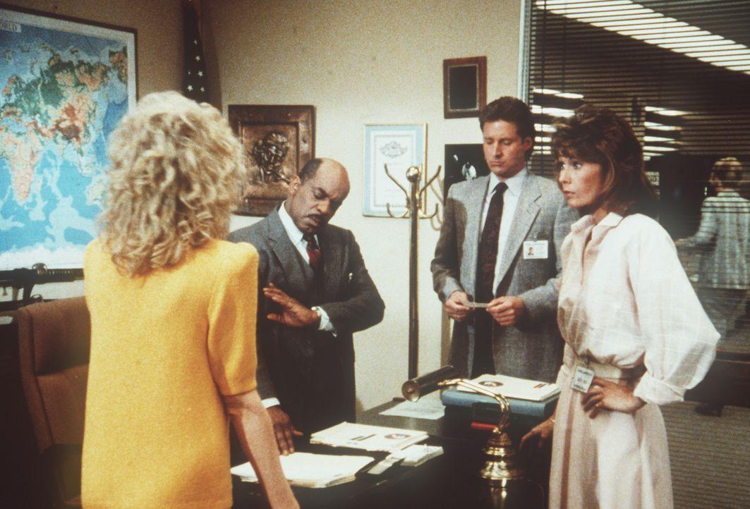 (v.l.n.r.) Francine (Martha Smith), Billy (Mel Stewart), Lee (Bruce Boxleitner) und Amanda (Kate Jackson) haben einen herben Verdacht: Der erfolglos...