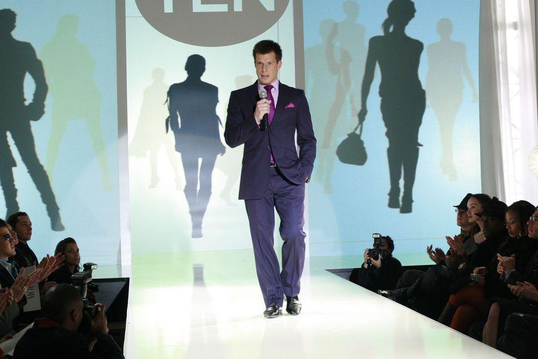 Verzichtet dank Bettys Intervention auf dürre Models bei der diesjährigen Fashion Week: Daniel (Eric Mabius), der auf die Reaktion des Publikums ges... - Bildquelle: Buena Vista International Television