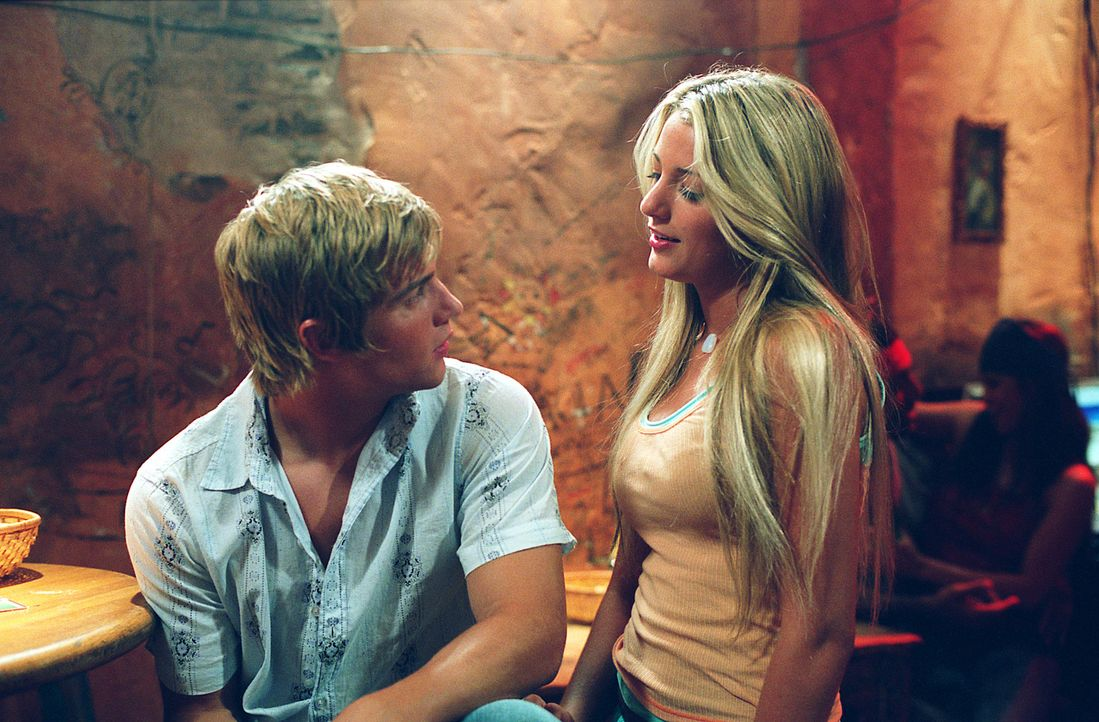 Ein ganz besonderer Sommer: Bridget (Blake Lively, r.) und Eric (Mike Vogel, l.) ... - Bildquelle: Warner Bros.