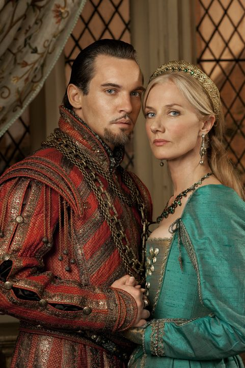 (4. Staffel) - Die Tudors: König Henry VIII. von England (Jonathan Rhys Meyers, l.) und seine sechste und letzte Gattin Catherine Parr (Joely Richa... - Bildquelle: 2010 TM Productions Limited/PA Tudors Inc. An Ireland-Canada Co-Production. All Rights Reserved.