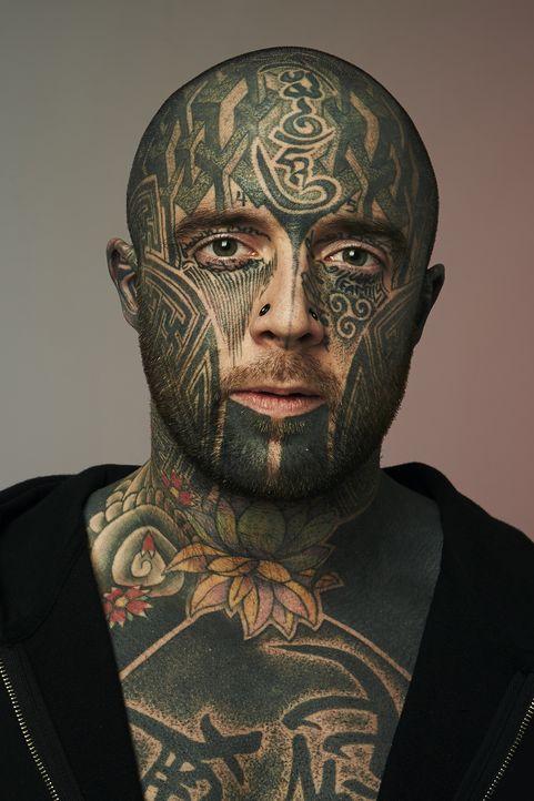 (2. Staffel) - Callum ist so stolz auf seine Tattoos, dass er sich wünscht, dass eine ganze Familie tätowiert wird ... - Bildquelle: Remarkable 2015