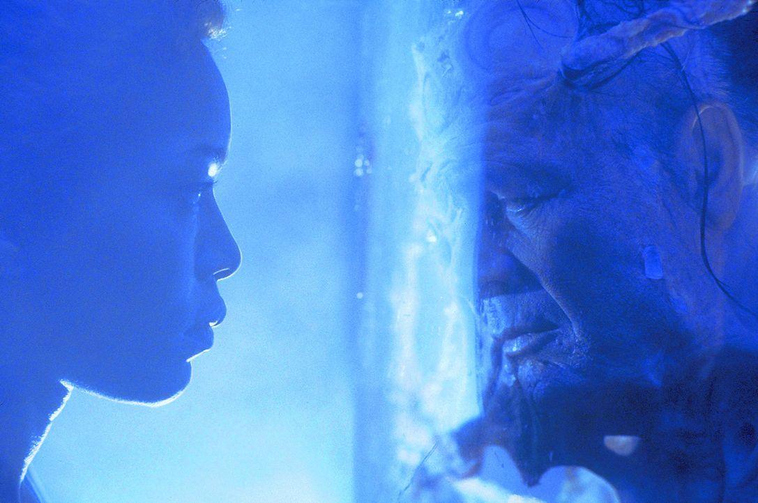 Das Sanitätsraumschiff Nightingale 229 erhält den verzweifelten Notruf einer Gruppe von Bergarbeitern aus einer anderen Galaxis. Als das Raumschif... - Bildquelle: Metro-Goldwyn-Mayer