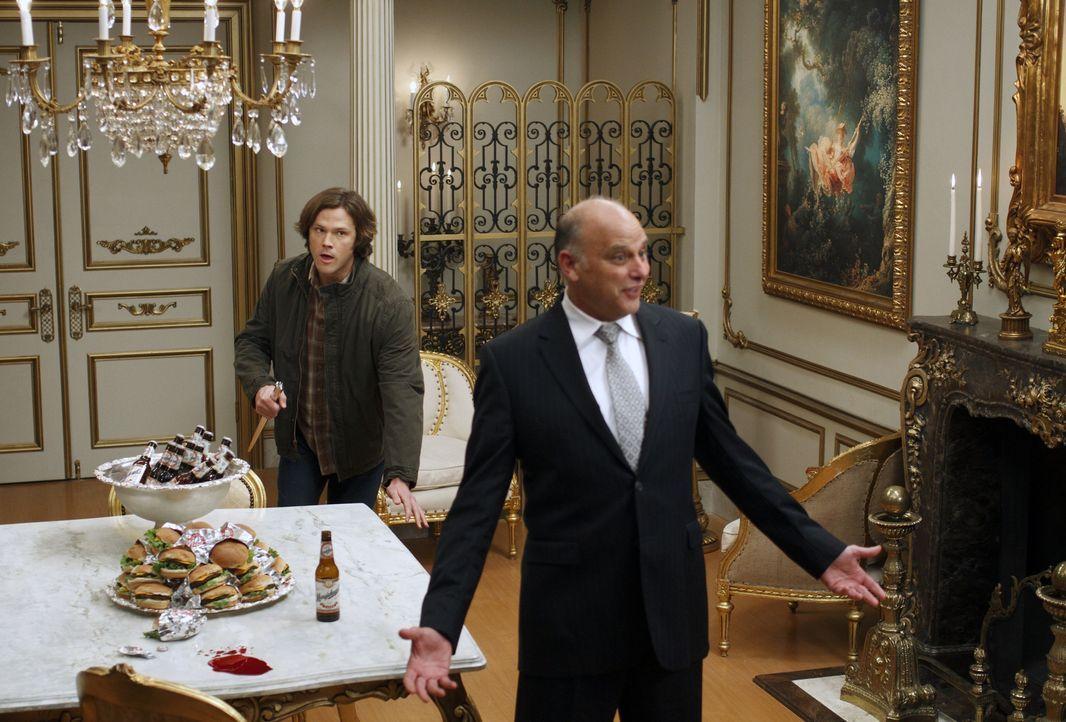 Kein Weg zurück: Sam (Jared Padalecki, l.) und Zachariah (Kurt Fuller, r.) ... - Bildquelle: Warner Brothers