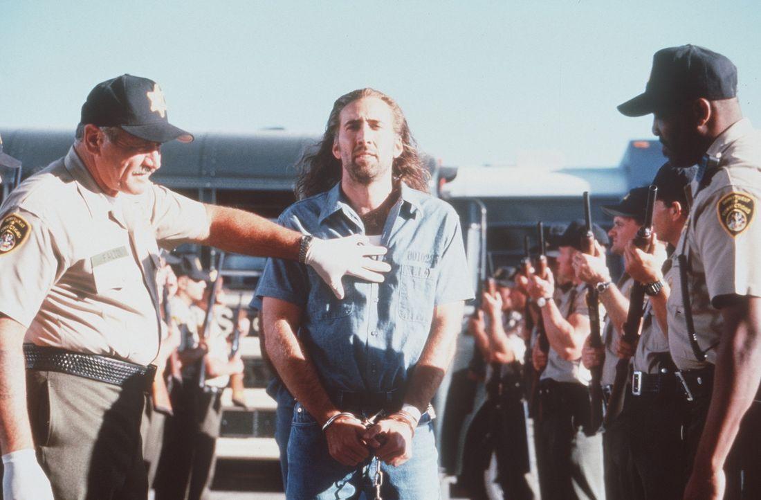 Einst war Cameron Poe (Nicolas Cage, M.) ein hoch dekorierter Soldat - bis er vor acht Jahren einen Mann tötete, um seine schwangere Frau zu vertei... - Bildquelle: Buena Vista International