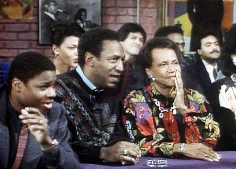 Bill Cosby Show - Theo (Malcolm-Jamal Warner, l.) wartet mit Cliff (Bill Cosb...