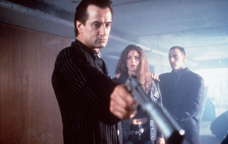 Drogenbaron Giancarlo (Richard Norton) mag es nicht, wenn sich jemand ihm widersetzt ... - Bildquelle: Kinowelt Filmverleih