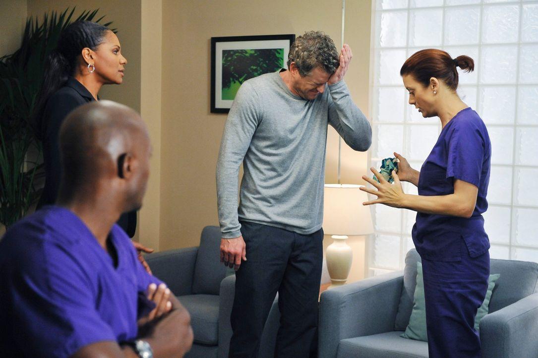 Während Addison (Kate Walsh, r.) und ihr Exkollege Mark (Eric Dane, 2.v.r.) Trost beieinander finden, haben Sam (Taye Diggs, vorne) und Naomi (Audra... - Bildquelle: ABC Studios