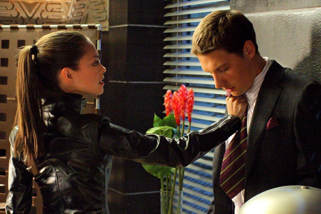 Clarks Warnungen ignorierend setzt Lana (Kristin Kreuk, l.) ihre neu gewonnenen Superkräfte ein und schadet damit anderen Menschen ... - Bildquelle: Warner Bros.