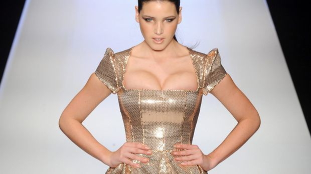 Gold Kleid Party Silvester_dpa - Bildfunk
