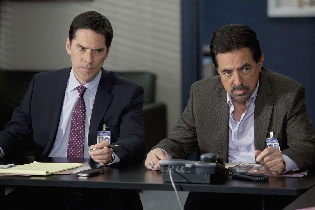 Werden nach San Diego gerufen, um einen neuen Fall zu lösen: Rossi (Joe Mantegna, r.) und Hotch (Thomas Gibson, l.) ... - Bildquelle: ABC Studios