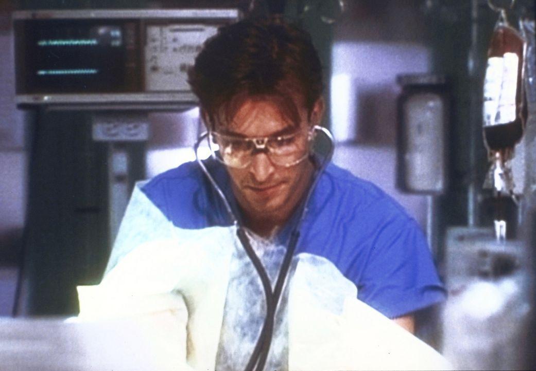 Ausgerechnet am 4. Juli tritt der frisch gebackene Doktor Carter (Noah Wyle) seine Schicht an ... - Bildquelle: TM+  2000 WARNER BROS.