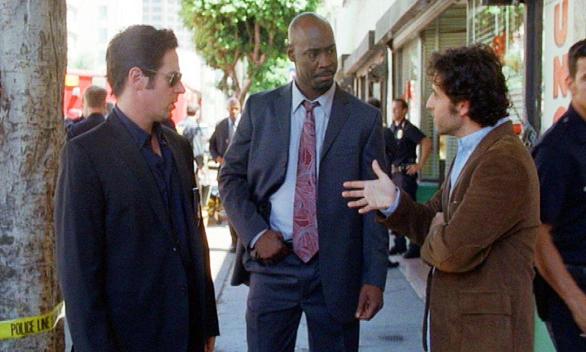Don (Rob Morrow, l.), Charlie (David Krumholtz, r.) und Det. Schmidt (DB Woodside, M.) ermitteln in einem neuen Fall ... - Bildquelle: Paramount Network Television