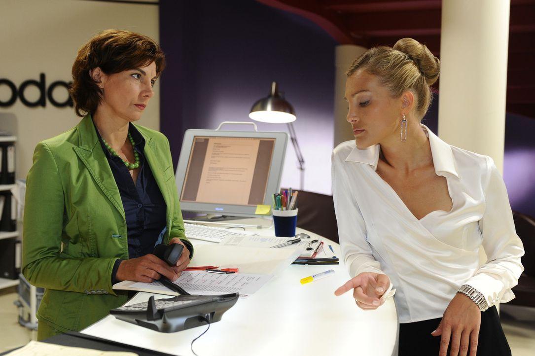 Annett (Tanja Wenzel, r.) hat Steffi (Karin Kienzer, l.) als Opfer auserkoren. Egal, was Steffi tut, sie kann es dieser nicht recht machen. Steffi a... - Bildquelle: Sat.1