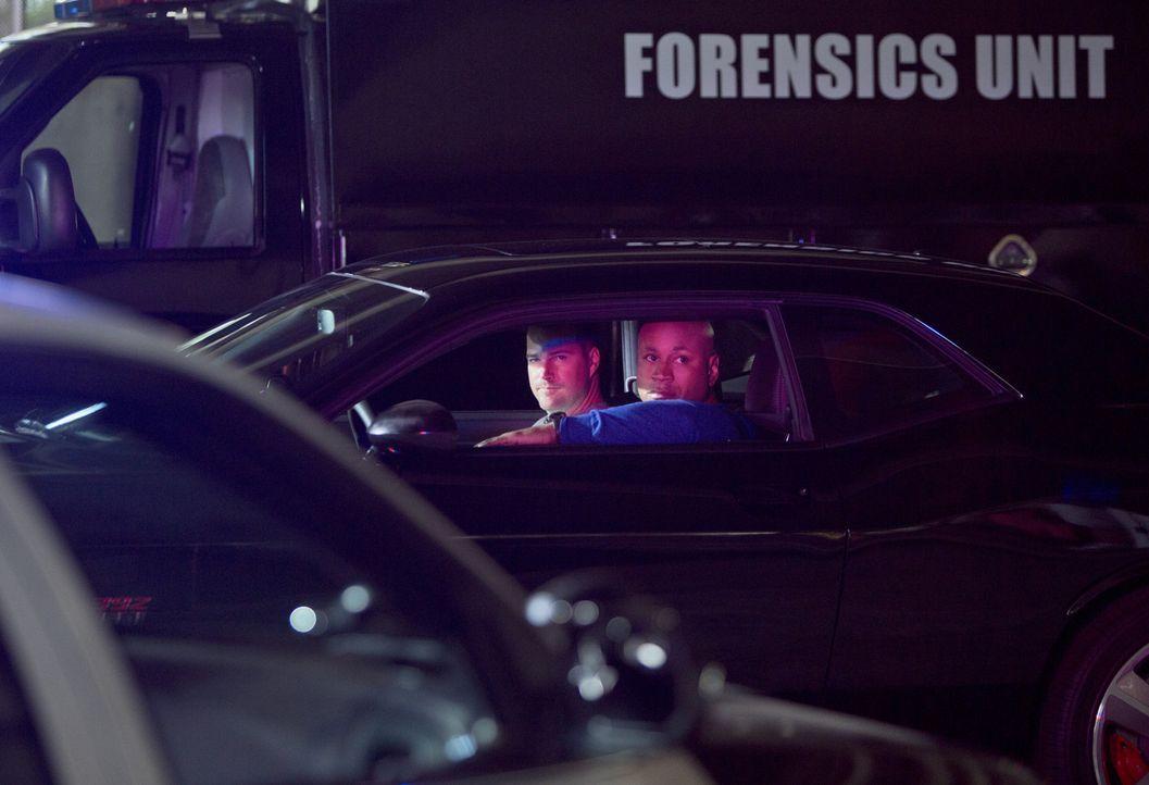 Ermitteln Undercover im sonnigen Kalifornien um die nationale Sicherheit zu wahren: Callen (Chris O'Donnell, l.) und Sam (LL Cool J, r.) ... - Bildquelle: CBS Studios Inc. All Rights Reserved.