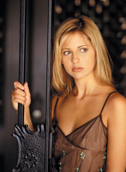 (2. Staffel) - Die hübsche Buffy (Sarah Michelle Gellar) hat eine schwere Aufgabe: Als Vampirjägerin ist sie dazu bestimmt, die Welt vor den bösen M... - Bildquelle: (1998) Twentieth Century Fox Film Corporation.