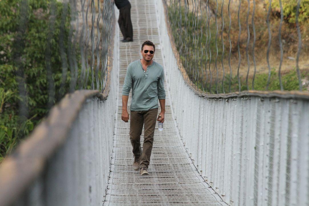 Entdeckt Land, Leute und Likör: Jack Maxwell schlendert in Armenien über die schwingende Khndzoresks-Brücke ... - Bildquelle: 2014, The Travel Channel, L.L.C. All Rights Reserved.