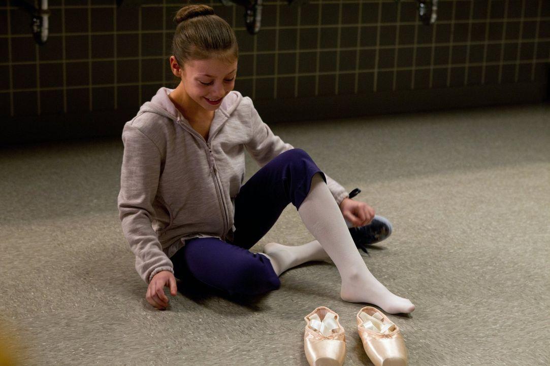 Ist ihr Leben wegen den verfluchten Ballettschuhen in Gefahr? Tracy (Taya Clyne) ... - Bildquelle: Warner Bros. Television