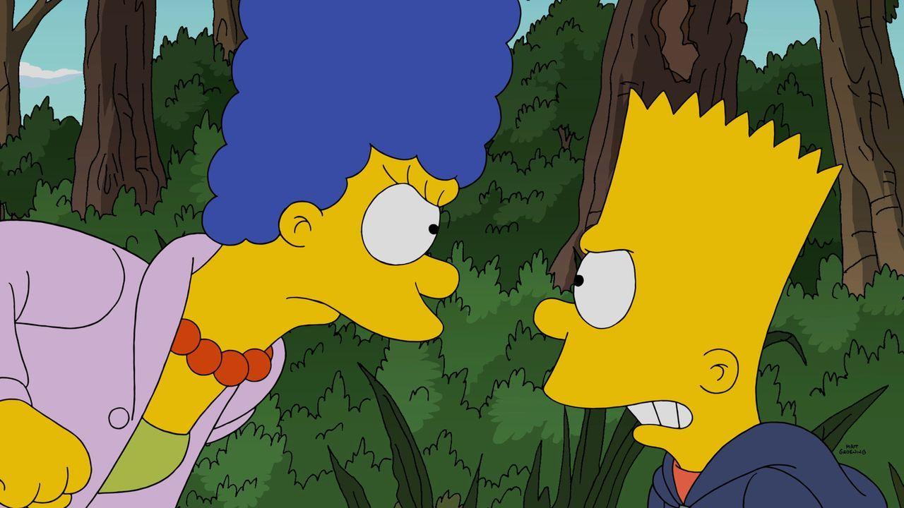 Zeigt die Erziehungsmethode Wirkung, die Marge (l.) anwendet, um Barts (r.) Geheimnisse zu erfahren? - Bildquelle: 2014 Twentieth Century Fox Film Corporation. All rights reserved.