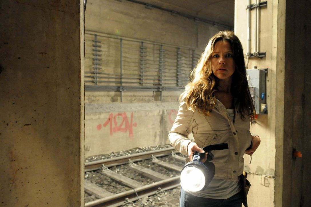 Der Serienmörder spielt ein perfides Katz- und Mausspiel mit Anna (Alexandra Neldel), in dem er ihr scheinbar nicht von der Seite weicht ... - Bildquelle: Christiane Pausch ProSieben