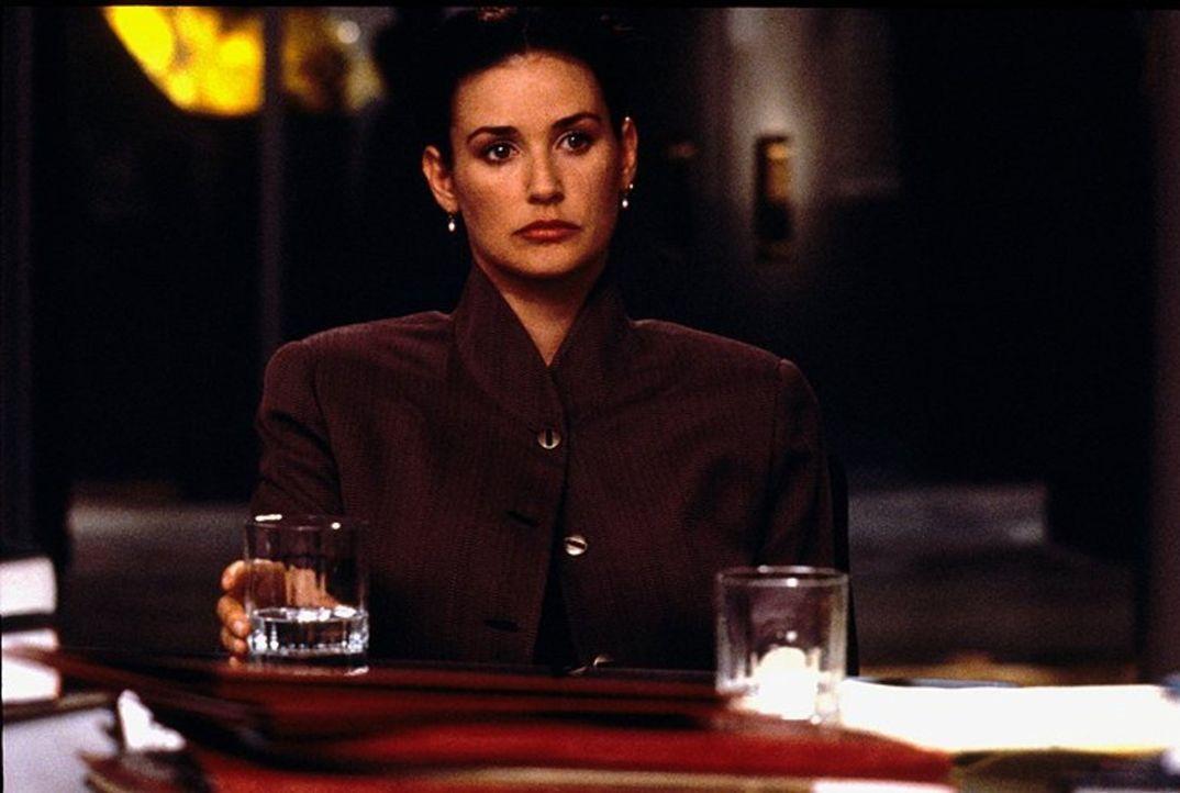 Die eiskalte und skrupellose Meredith Johnson (Demi Moore) weiß ganz genau was sie will und schreckt vor nichts zurück, um ihre Ziele zu erreichen .... - Bildquelle: 1994 Warner Bros.