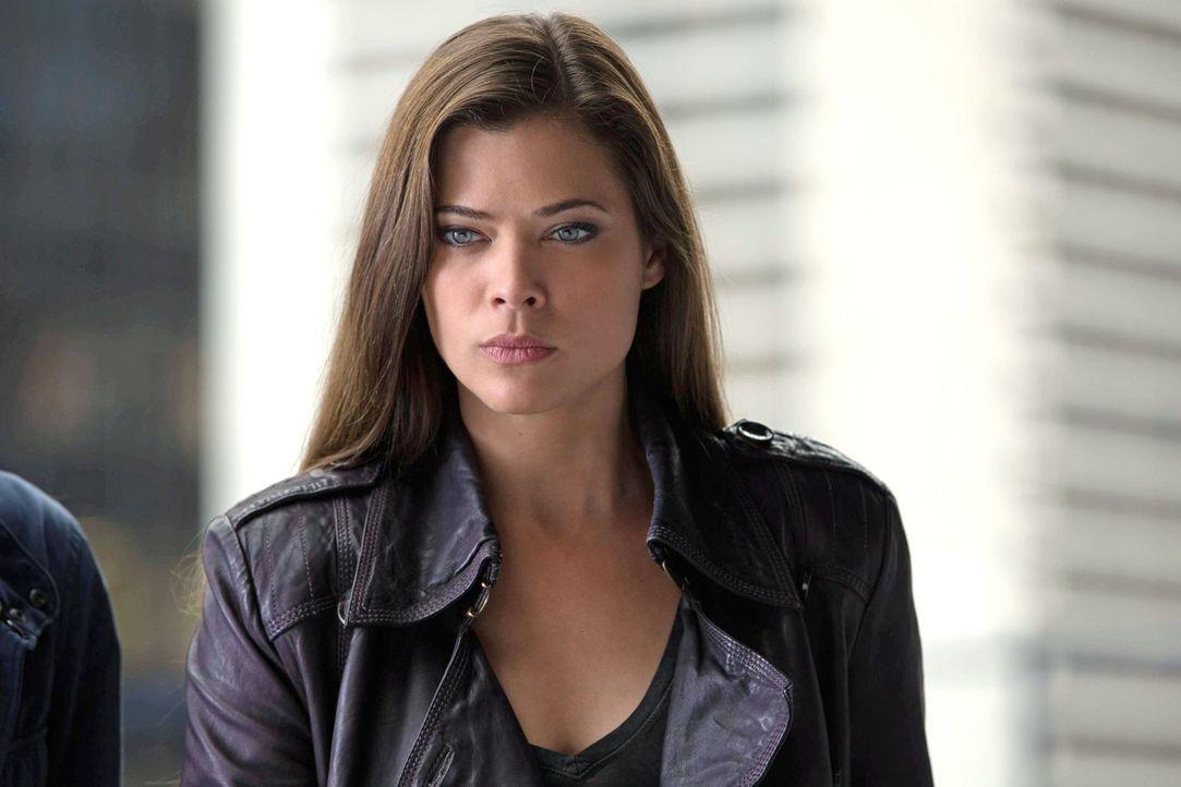 Noch ahnt Cara (Peyton List) nicht, wer das verängstigte Mädchen wirklich ist ... - Bildquelle: Warner Bros. Entertainment, Inc