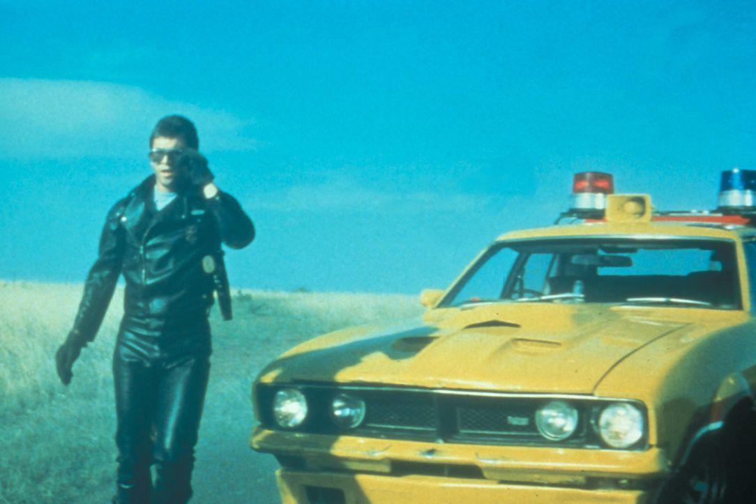 """Mit einer 600 PS schweren Maschine """"Mad Max"""" (Mel Gibson) einen vernichtenden Feldzug gegen die Motorrad-Gang ... - Bildquelle: Warner Bros."""