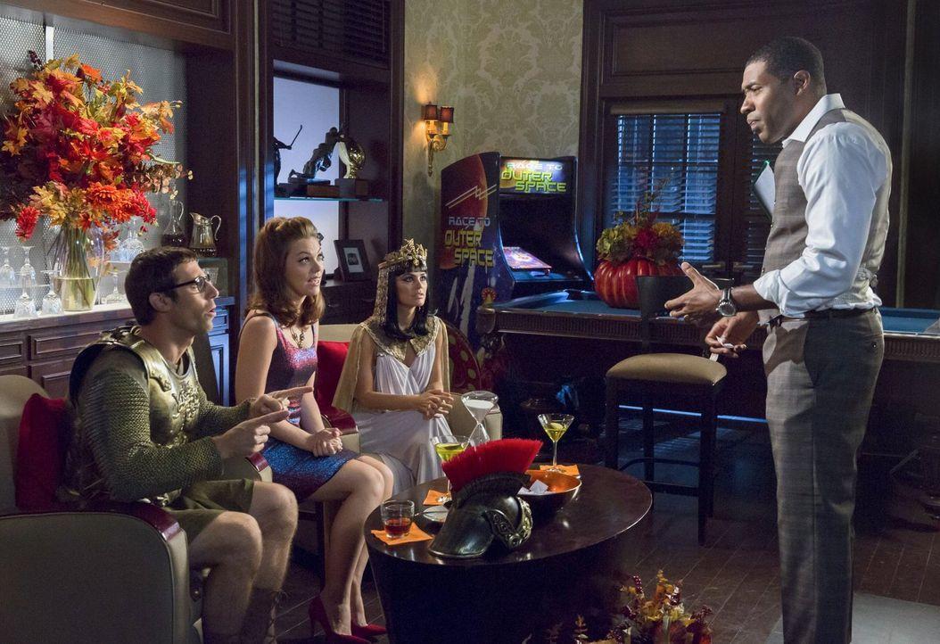 Die Vierer-Konstellation mit Joel (Josh Cooke, l.) Annabteh (Kaitlyn Black, 2.v.l.), Zoe (Rachel Bilson, 2.v.r.) und Lavon (Cress Williams, r.) ist... - Bildquelle: Warner Brothers
