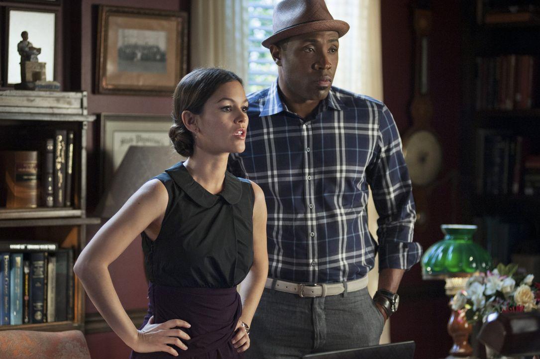 Während Zoe (Rachel Bilson, l.) gegen die Grippeepidemie kämpft, kämpft Lavon (Cress Williams, r.) mit seinen Gefühlen ... - Bildquelle: Warner Bros.