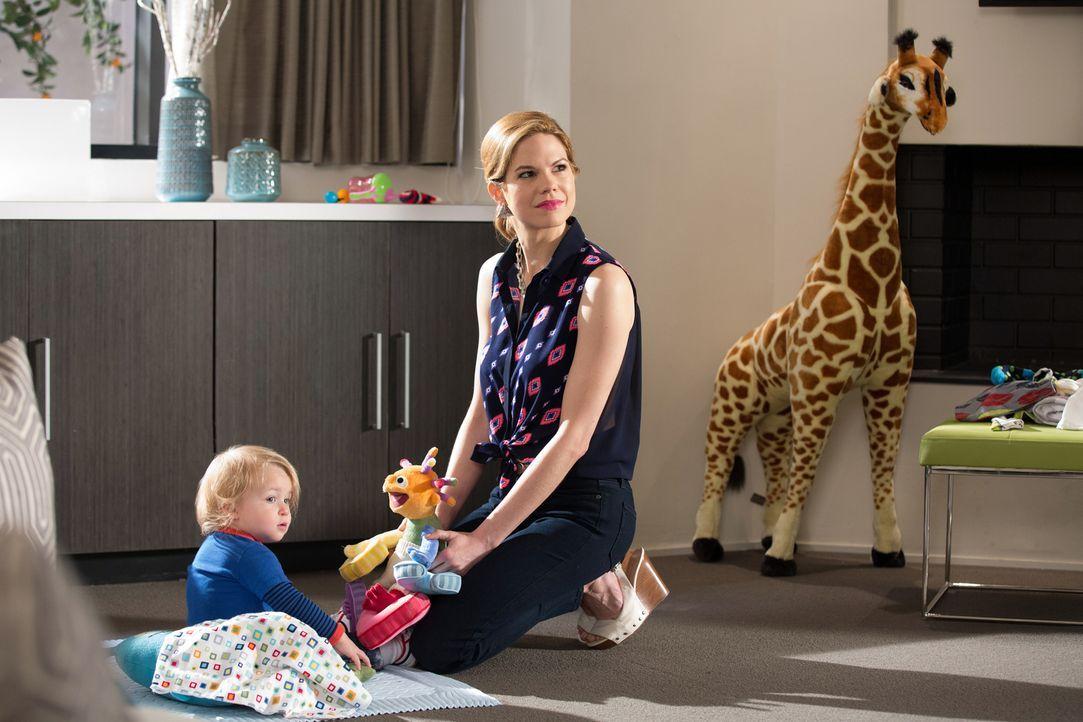 Peri (Mariana Klaveno) schreckt vor nichts zurück, wenn es darum geht, Spence das Leben zur Hölle zu machen ... - Bildquelle: 2014 ABC Studios