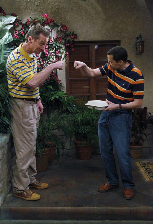 Seelenverwandte: Alan (Jon Cryer, r.) und Herb (Ryan Stiles, l.) ... - Bildquelle: Warner Brothers