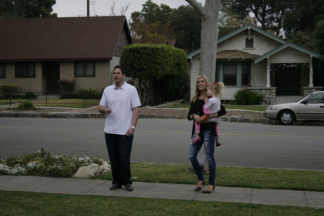 Christina (r.) und Tarek El Moussa (l.) haben einen außergwöhnlichen Job. Sie kaufen günstig Häuser, rennovieren diese und probieren, sie mit Gewinn... - Bildquelle: 2014,HGTV/Scripps Networks, LLC. All Rights Reserved