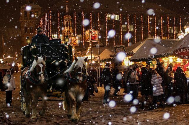 Weihnachtsmarkt Juhu, endlich wieder gebrannte Mandel, Bratapfel und Co.! Di...