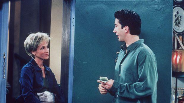 Ross (David Schwimmer, r.) ist begeistert von der Pizzalieferantin Caitleen (...