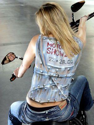 Bodypainting - Bildquelle: dpa