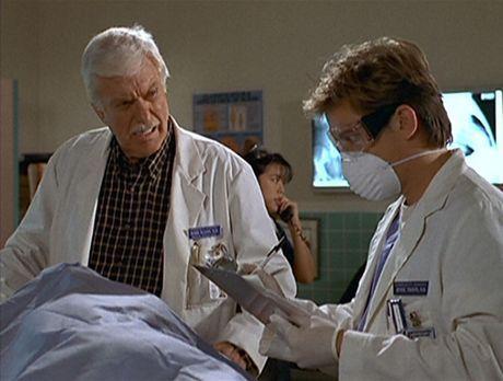 Diagnose: Mord - Jesse (Charlie Schlatter, r.) und Mark (Dick Van Dyke, l.) u...